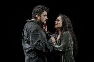 Rafael Rojas as Andrea Chénier and Annemarie Kremer as Maddelena. Photo Credit: Robert Workman.
