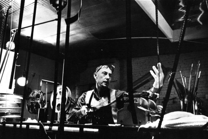 Film Review: Len Lye: Cinema, Strike!, pioneer of direct ...  Film Review: Le...