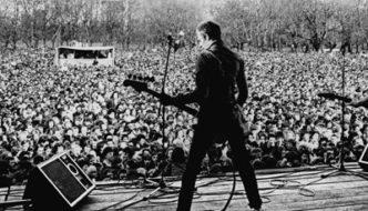 Paul-Simonon-The-Clash-Victoria-Park-30-April-1978_thumb