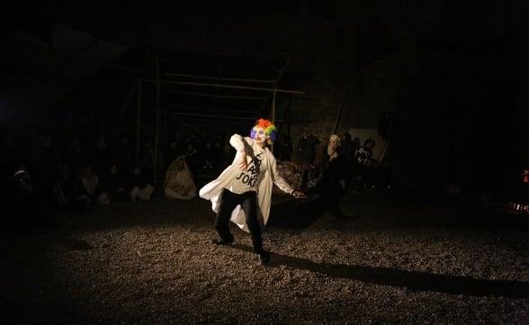 clown-performance-2c-photo-c-gray